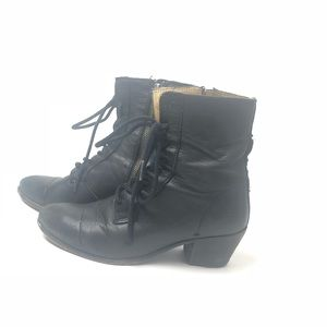 FRYE Courtney lace up bootie 7.5 B black